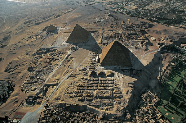 Day tour to Cairo including Giza plateau, Egyptian Museum and Bazar